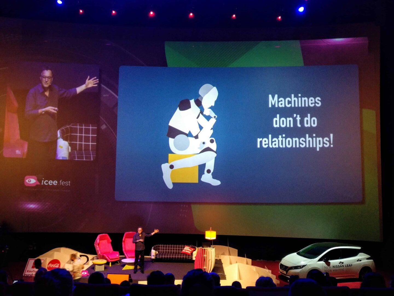 Robotii nu au relatii